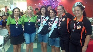 Photo: Pódio das duplas femininas 1.ª divisão (Titila Alvarez, Sarah Guterman, Léa Castro, Lúcia Vieira, Roseli Santos, Marina Suartz)