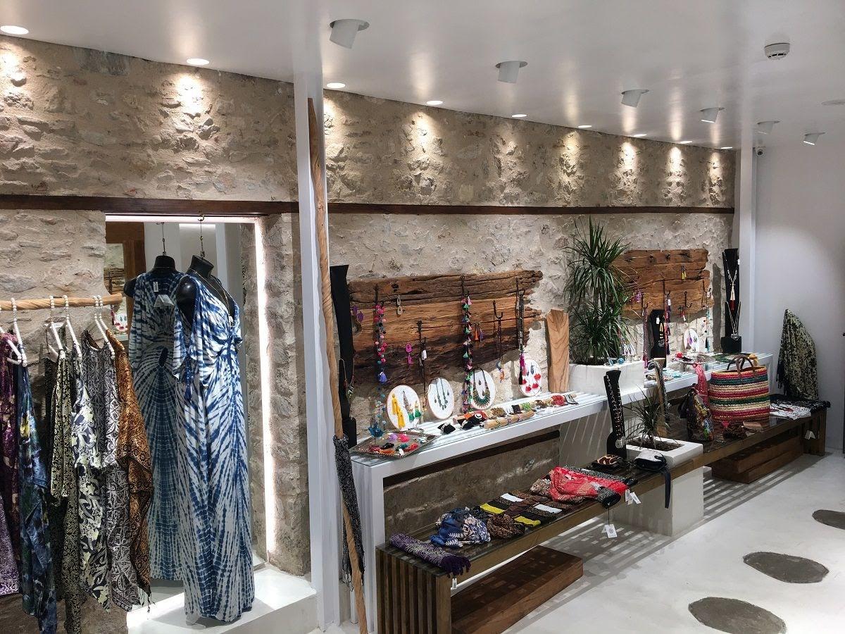 thiết kế shop thời trang cổ diển