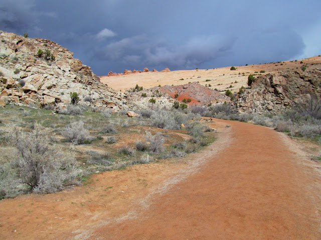 Delicate Arch Viewpoint trail