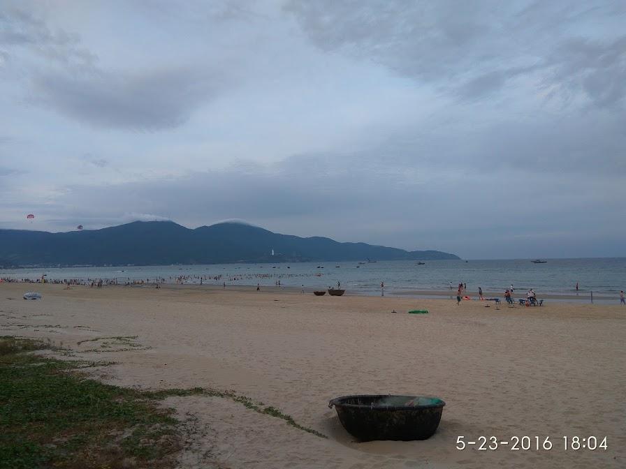 Sơn Trà nhìn từ bãi biển Đà Nẵng