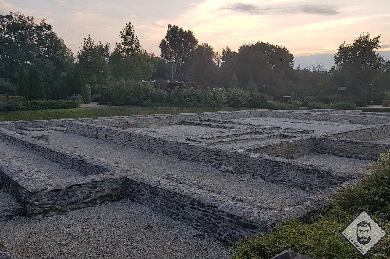 KÉP / Római kert romkert a reggeli fényben Hévízen