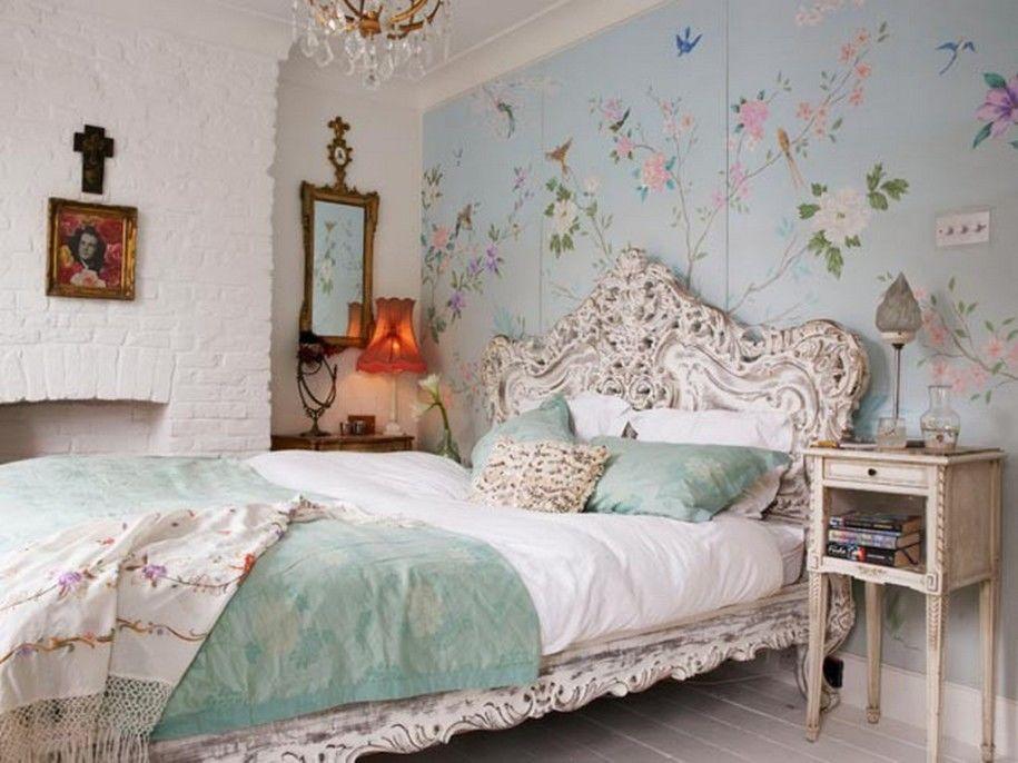 Không gian phòng ngủ nên thơ với giấy dán tường họa tiết cổ điển phong cách vintage