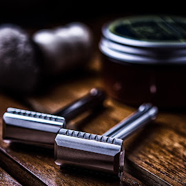 The Blackland Blackbird by Ferdinand Ludo - Artistic Objects Still Life ( awesome shave, product shot, double edge )