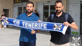 Juan Carlos Cordero y Fran Fernández a su llegada a Tenerife.