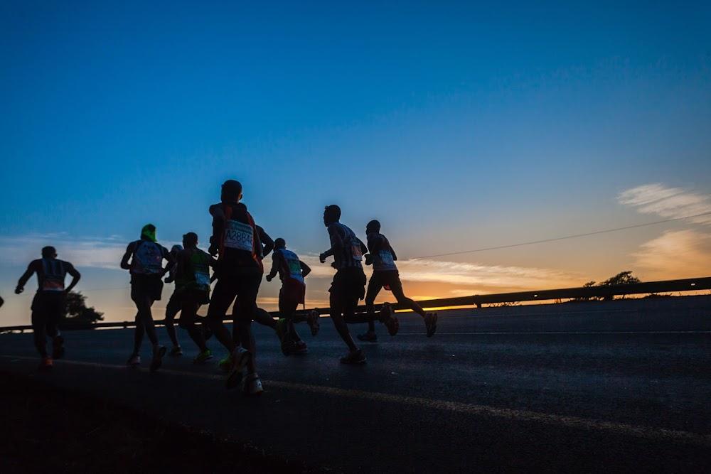 Daniel Muteti stel die pas, maar Edwin Koech wen Kaapstad Marathon