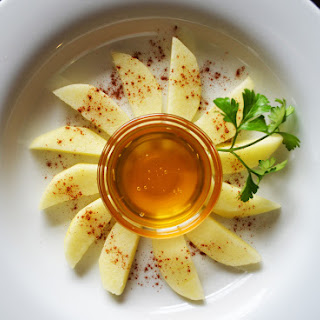 Apple Slices with Dusted Cinnamon and Honey