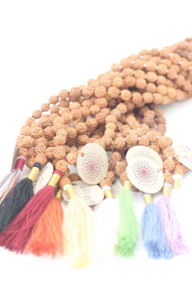 Mala spirit, Holy Mala Rudraksha med ljusrosa tofs