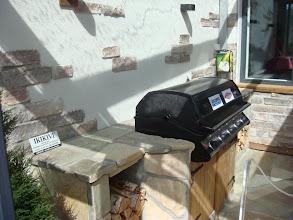 Photo: Kiva grillitaso ja seinä.