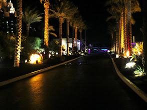 Photo: la plimbare in spatele hotelului