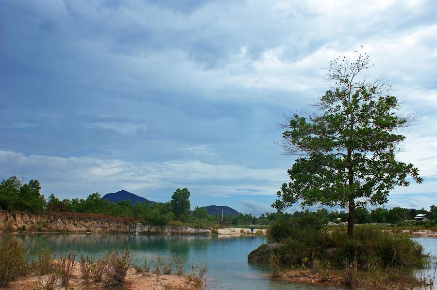 Danau Biru Lake by Mulawardi Sutanto - Landscapes Waterscapes ( danau biru, kalimantan, travel, lake, singkawang )
