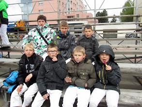 Photo: En haut de g. à d.: Cédric, Jonathan, Quentin. En bas de g. à d.: Adrien, Nathan, Evan et Gabriel