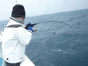 Photo: またまたヒーット!  「にしぞのさーん!魚いますよー!」