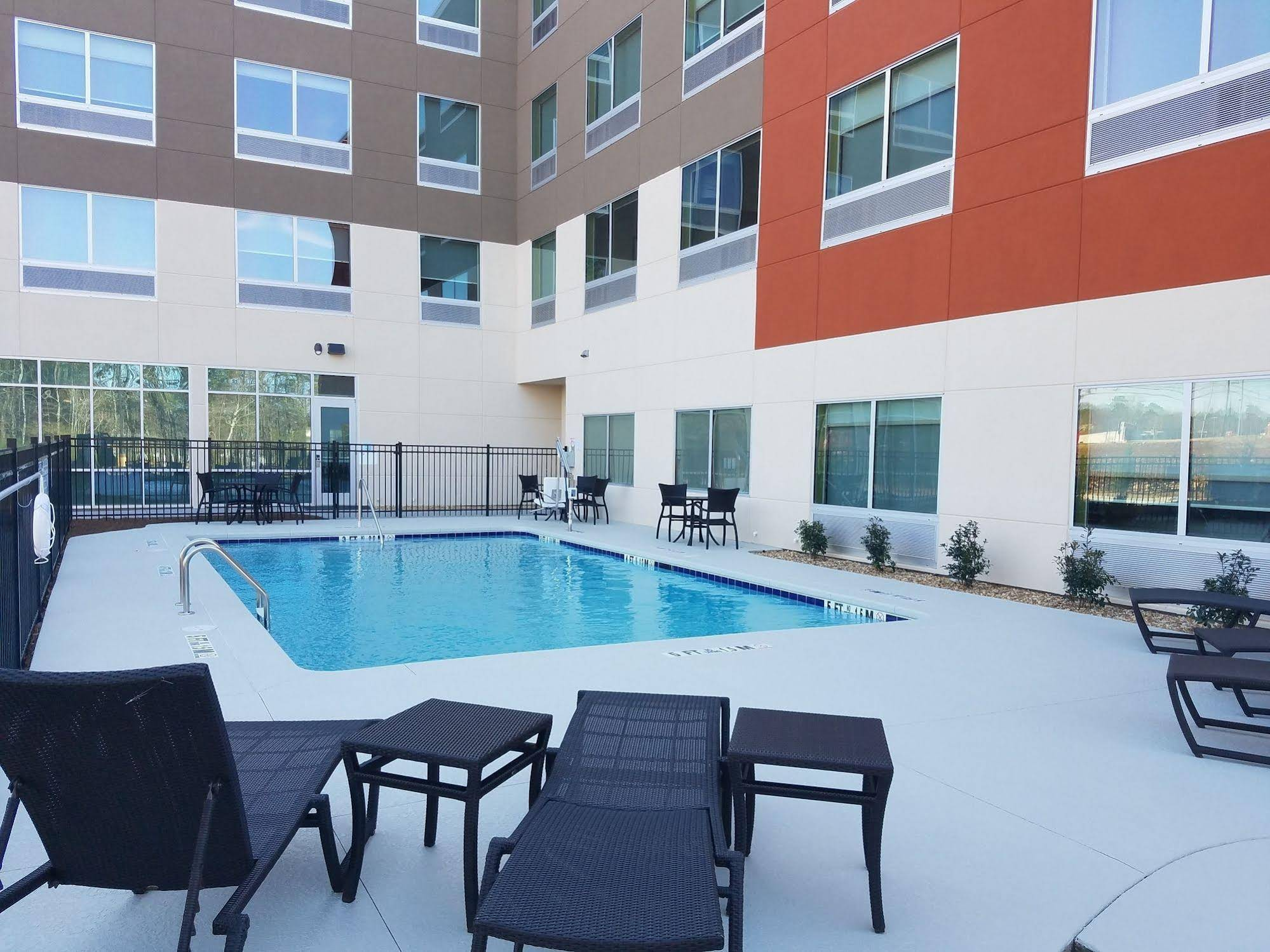 Holiday Inn Express and Suites Carrollton West