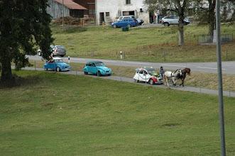 Photo: Un convoie de 2 CV / Ein Umzug mit Enten
