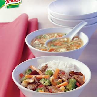 Rindfleisch-Wok mit Broccoli und Cashewkernen