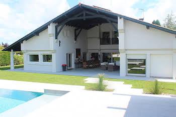 Maison 12 pièces 295 m2