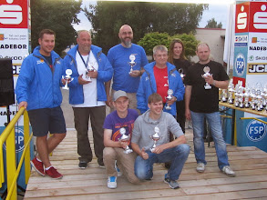 Photo: Die Pokal Abstauber Foto: Jörg Vach