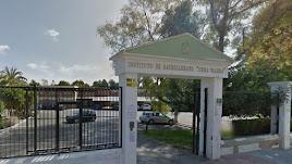 Puerta de entrada al IES Cura Valera de Huécal-Overa.