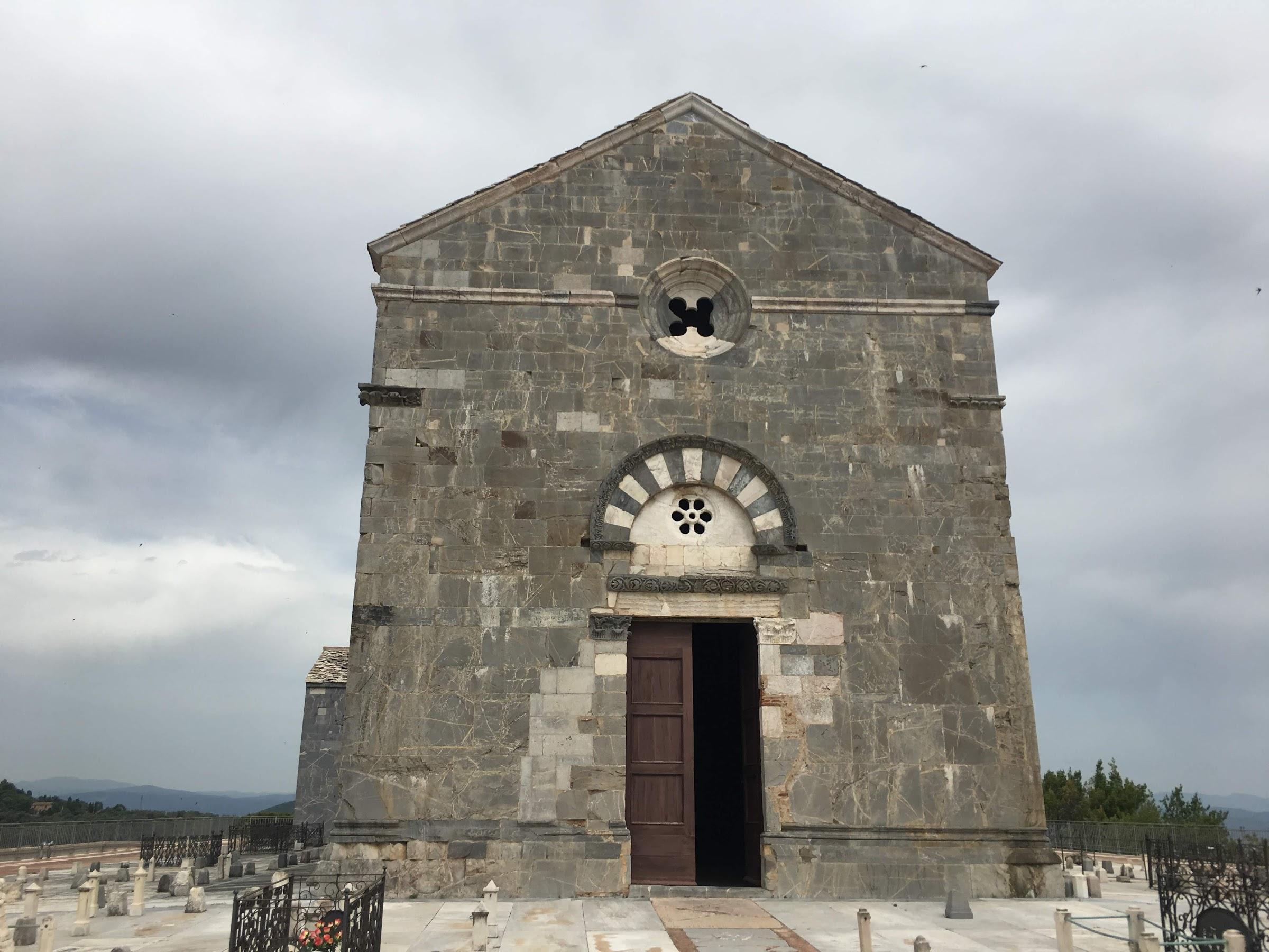 Facciata della Pieve di San Giovanni (Campiglia Marittima), cimitero di Campiglia Marittima