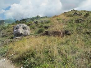 Photo: It.s5ITL107-141007Vésuve, volcanique... sculpture en lave, tête , flanc de colline, retour, descente bus  IMG_5498