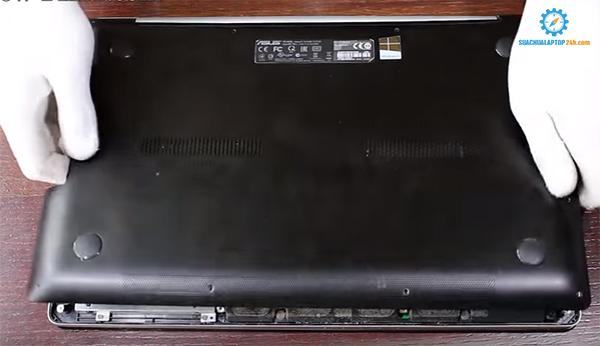 thay pin liền laptop