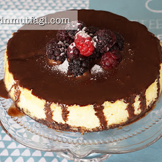 Chocolate Sauce Cheesecake