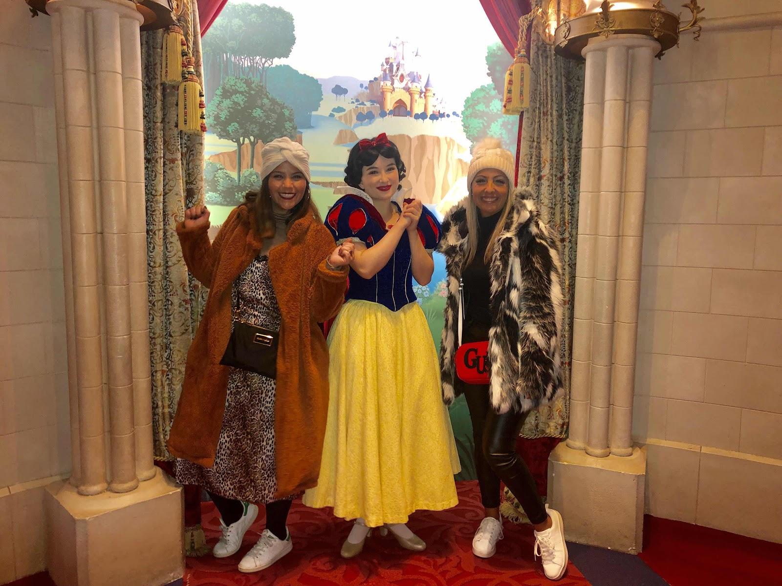 favor notar que éramos as únicas adultas na foto com as princesas..... 😏😂