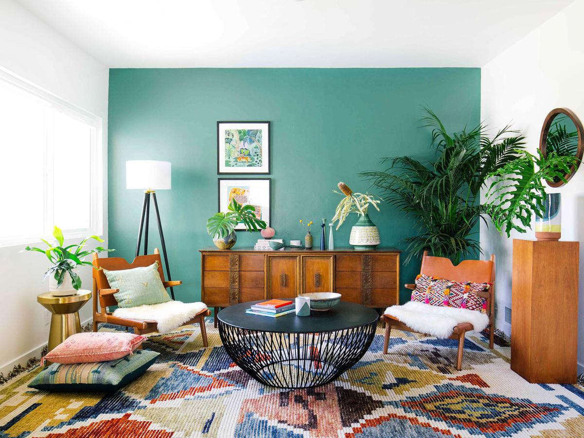 Inspirasi Ruang Keluarga dengan Bantal Cushion - source : www.realsimple.com
