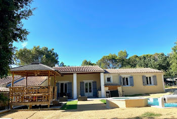 villa à Uchaux (84)
