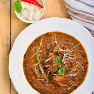 Mutton with whole black lentils (Kaali Dal Gosht)