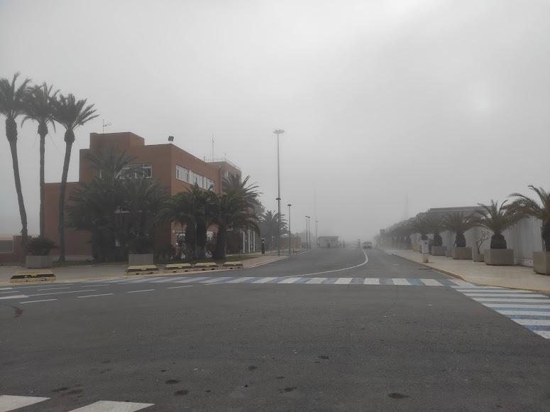 Niebla en Almería: así desaparecía esta tarde el Puerto