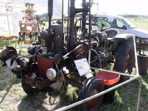 Photo: ..... une pompe à eau, une forge derrière la roue ....