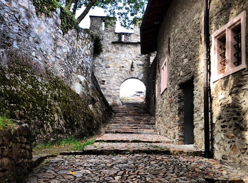 il borgo medievale di S_H_A_N