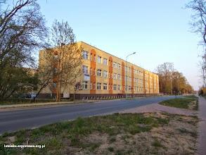Photo: Budynek dawnej szkoły pilotów dzisiaj blok mieszklany