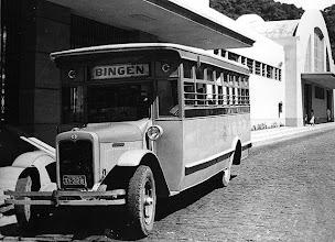 Photo: Ônibus estacionado em frente à antiga Estação Ferroviária Leopoldina, depois Rodoviária e atual Estação de Transbordo. Provavelmente foto da década de 30 ou 40