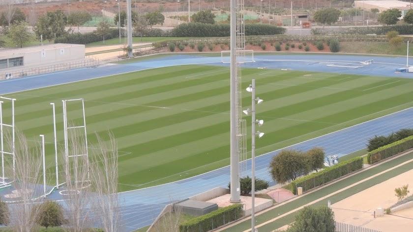 El césped del campo Anexo espera a los jugadores del Almería.