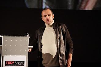 """Photo: TedxAlsace - Eric Brun Sanglard - Designer, Blind Designer - """"Fermez les yeux pour mieux voir"""""""