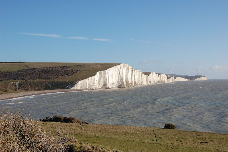 Photo: The Seven Sisters cliffs, Sussex, England, UK. By James Gardner (Silverstorm20) via Wikimedia Commons (public domain)  ★画像使用記事 『刑事フォイル』 http://inagara.octsky.net/keiji-foyle