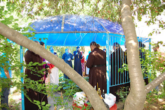 Photo: Panikhida ante el Sepulcro de Arzobispo Lazar (Zhurbenko)