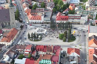 Photo: Zawodnicy gromadzą się na limanowskim rynku