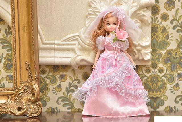 Chiếc váy cưới lộng lẫy như niềm mơ ước của bao bé gái