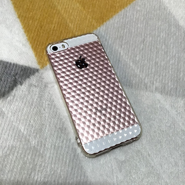 セリアにiPhoneSEのソフトカバーがまだ売ってた…!嬉しかったので即購入した話