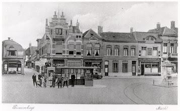Photo: 1936 Markt met tramhalte en telefooncel