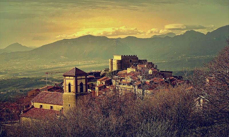 Un borgo d'Italia: Postiglione. di Francesco Abate