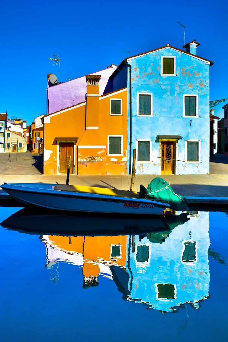 riflessi di geometrie colorate di italo_giust_mercado