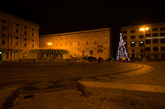 Photo: The fountain of Piazza Ferrari and a christmas tree.