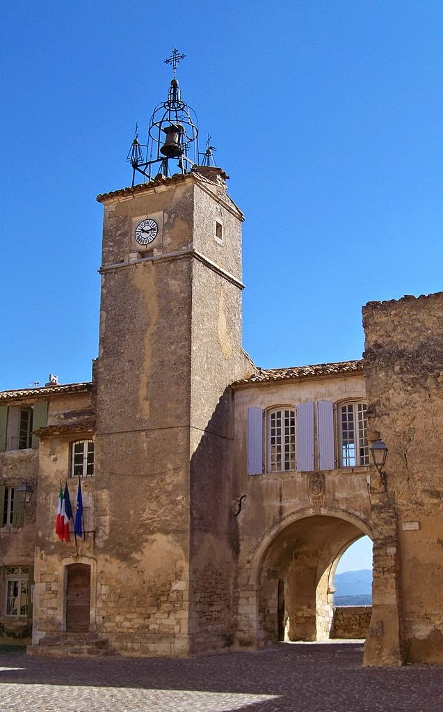 Photo: Place de l'horloge et beffroi de Ménebes, Vaucluse, France (1 August 2010) By Véronique PAGNIER via Wikimedia Commons (public domain) http://commons.wikimedia.org/wiki/File:Menerbes_-_Beffroi.JPG  『サバイビング・ピカソ』 http://inagara.octsky.net/surviving-picasso