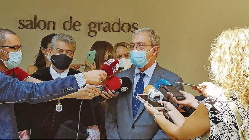 El consejero Rogelio Velasco, de Ciudadanos, en su última visita a la UAL.