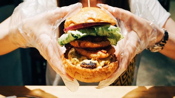 Take out Burger&Cafe 百元特製漢堡 CP值破表美式餐廳 捷運六張犁站臨近通化夜市