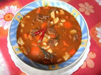Hungarian Goulash (gulyás)